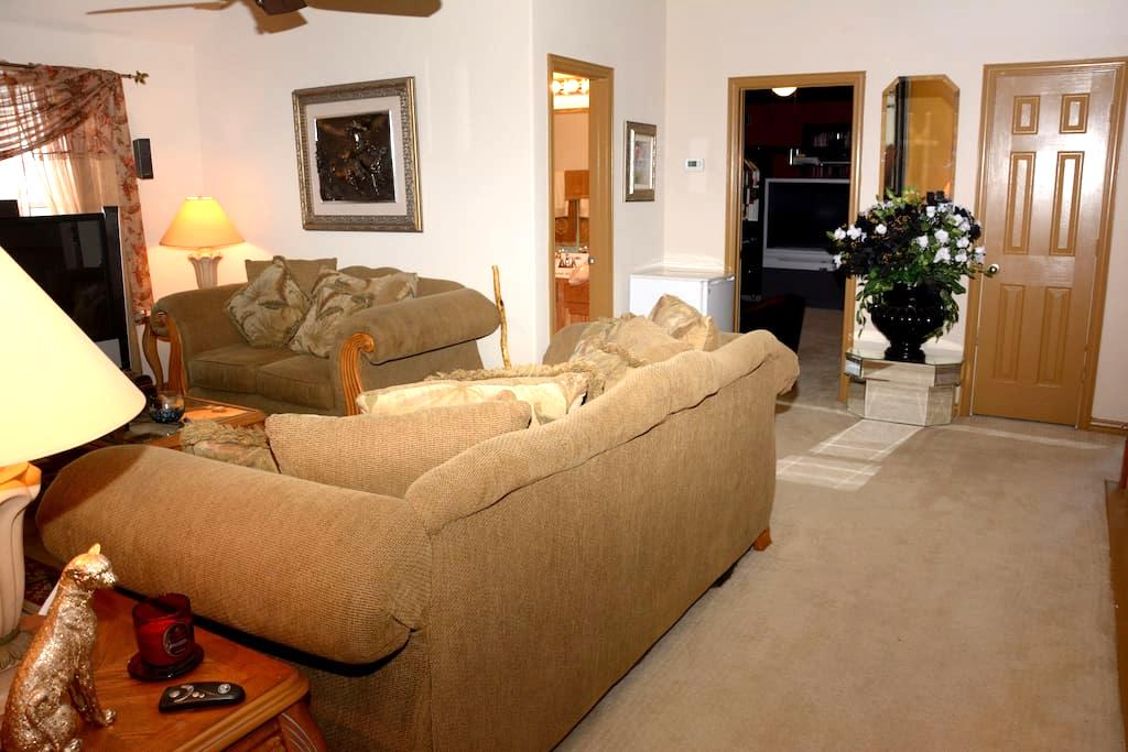Private 2BD 2BA Suite Shared Entry - Mesquite - Dom