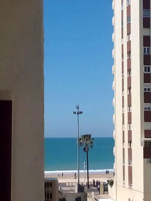 Habitación muy cerca de la playa. - Cádiz - Lägenhet