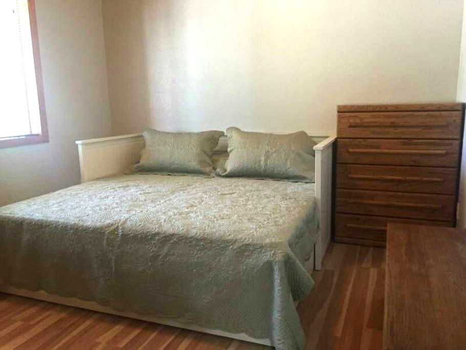 Charming & Quiet Bedroom in Cabin - Munds Park