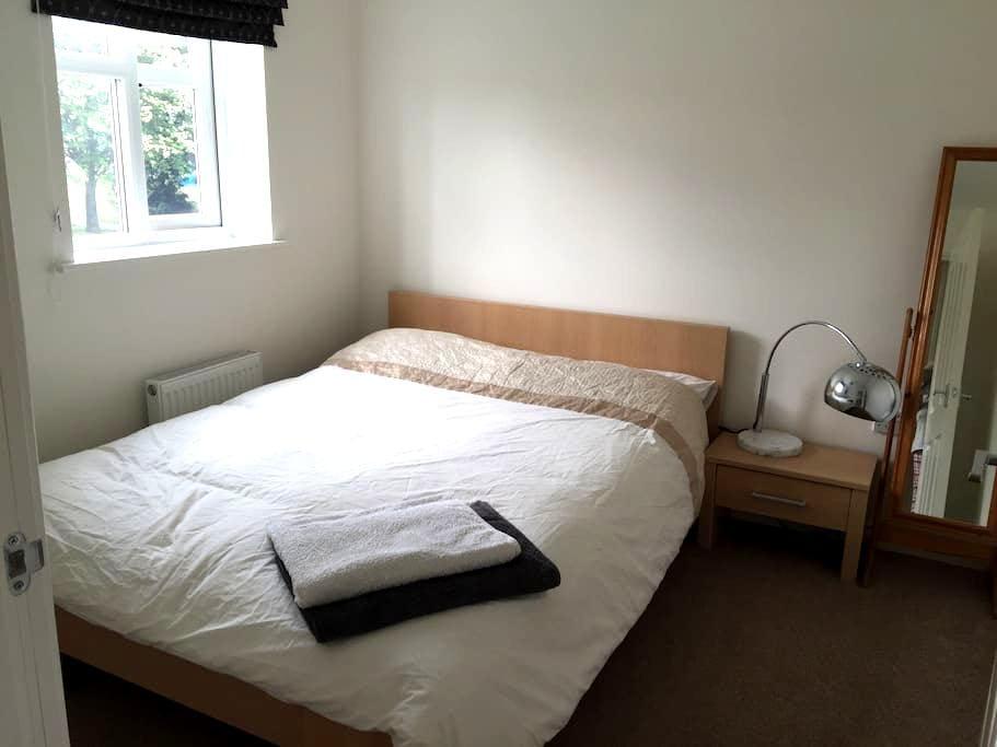 Private Bedroom & Bathroom - Derby - Hus