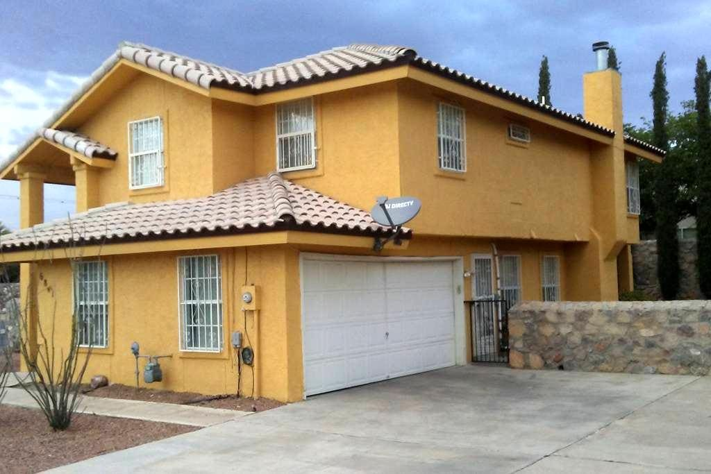 Spanish style close to I-10, great area. - El Paso - Hus
