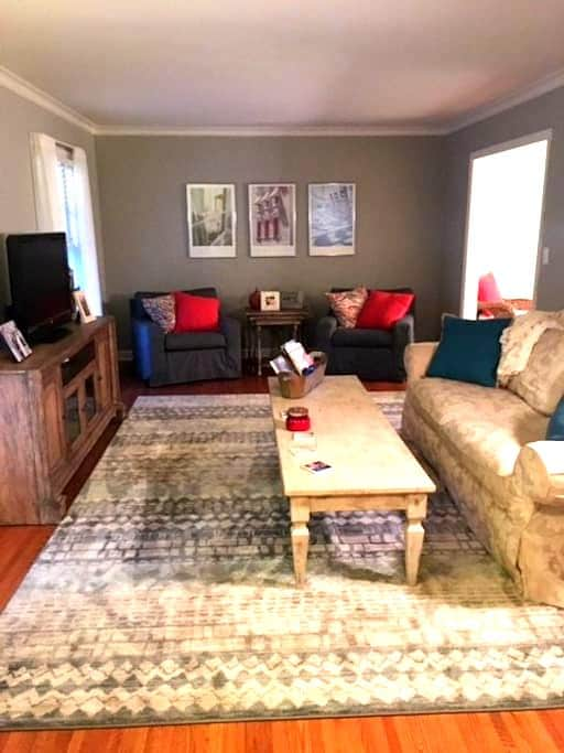 Cozy Home with Private Room and Bath - Charlotte - Casa