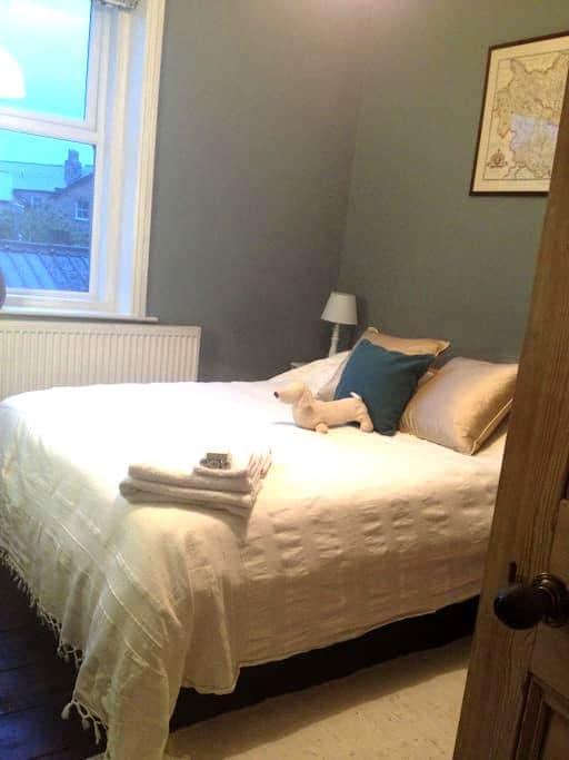 Double Room in Welcoming House Central Location - Harrogate