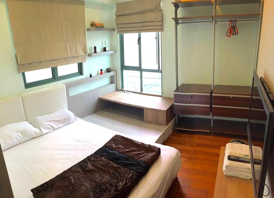 Comfortable bedroom 15 mins from Marina Bay - Singapore - Apartment