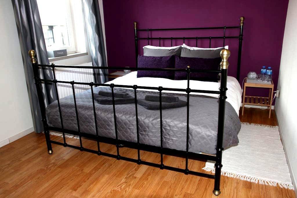 Private room & bathroom - 5 min. from airport! - Eindhoven - Huis