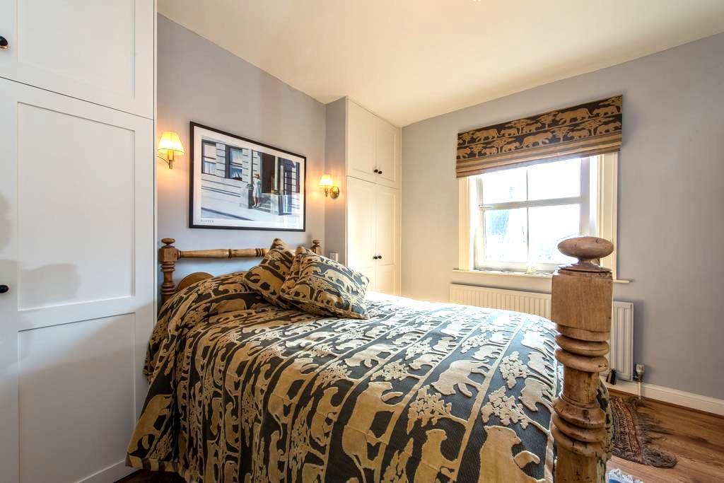Double En-suite Bedroom - Corston - Hus