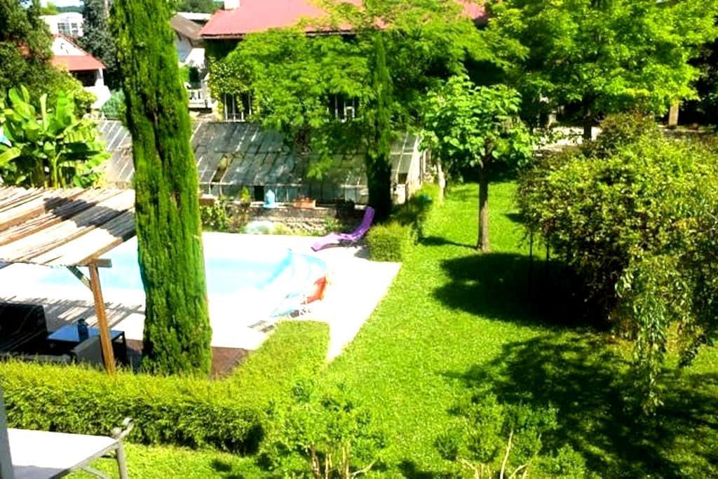 Chambres d'hôtes dans propriété au calme - La Tour-du-Pin - Dům