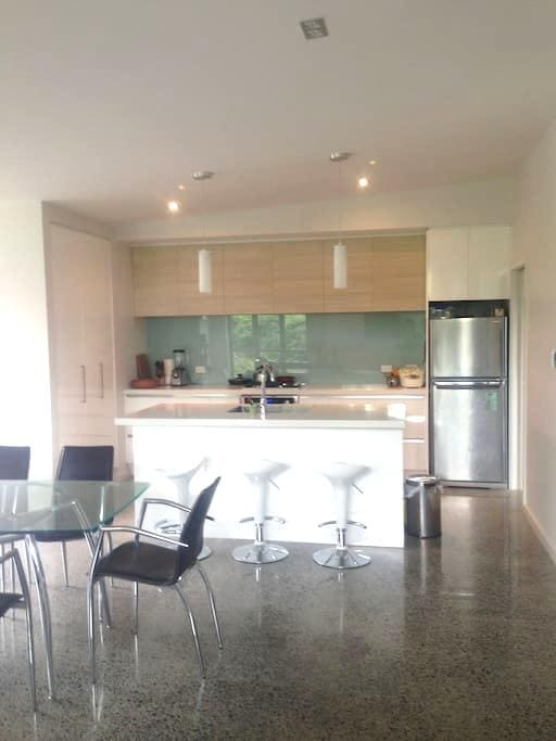 Own room and bathroom in sunny Tauranga - Tauranga - Rumah
