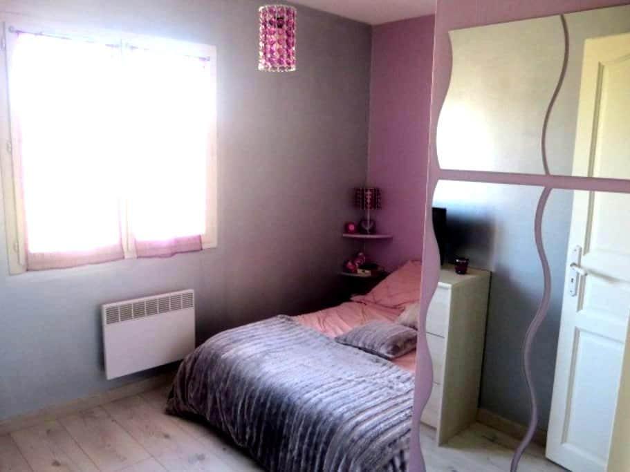 Chambre privée dans une maison au Taillan Médoc - Le Taillan-Médoc - House