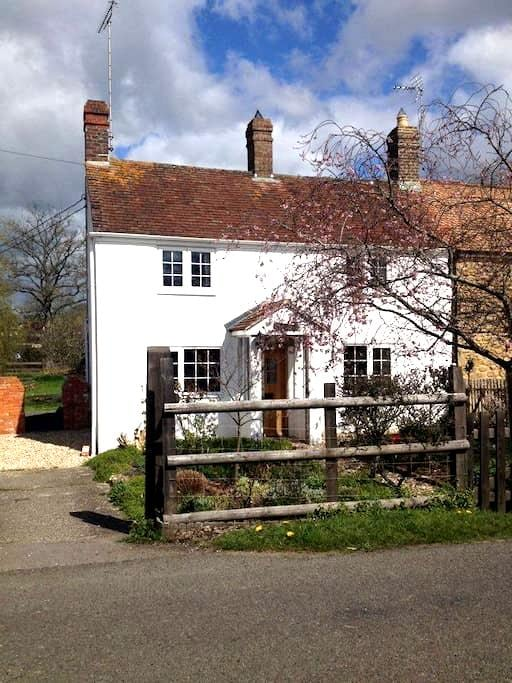 Dorset Cosy Cottage: rural, historic, coast, rail - Holwell - Гестхаус