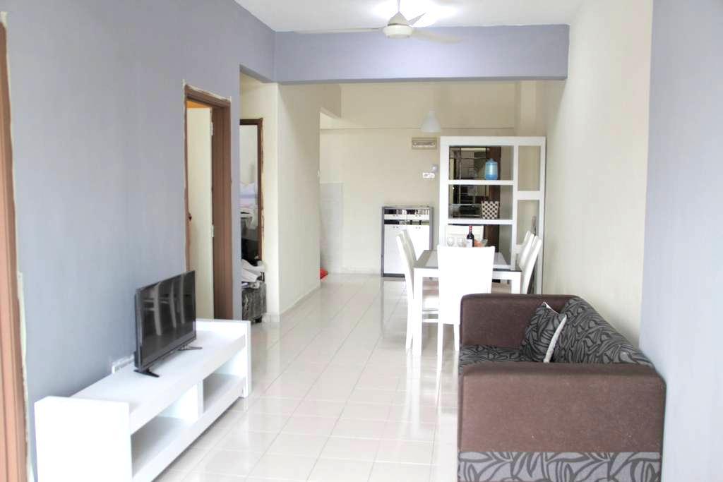 Purple Sweet Home Stay 紫色家居,nxt 2 KTM月租者大折扣,欢迎外国旅客 - Kuala Lumpur - Apartamento