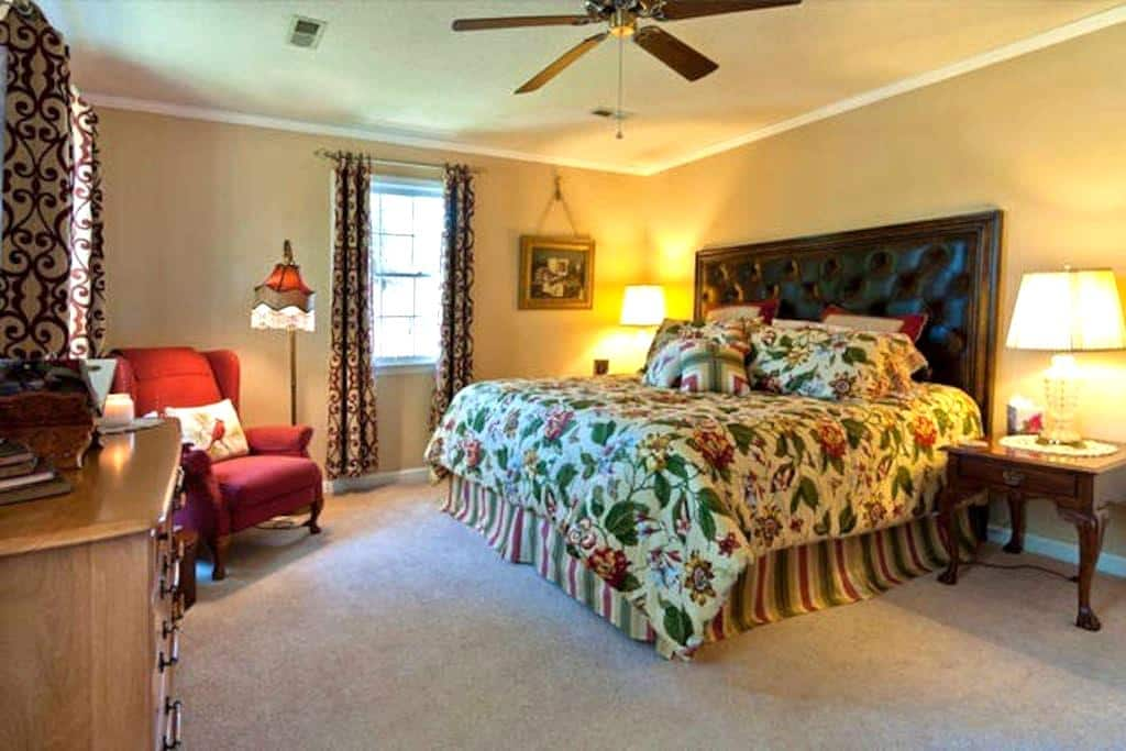 Comfy King-Size Bed in Simple Beauty - Ooltewah - Bed & Breakfast