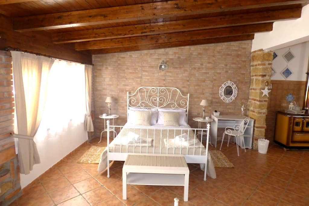 LA MANSARDA B&B 1 - Cinisi - Bed & Breakfast