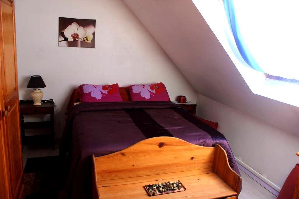 Chambre lumineuse 1 à 2 pers - Crégy-lès-Meaux - ทาวน์เฮาส์