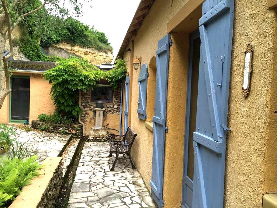 Maison ancienne rénovée atypique - Montlouis-sur-Loire - House