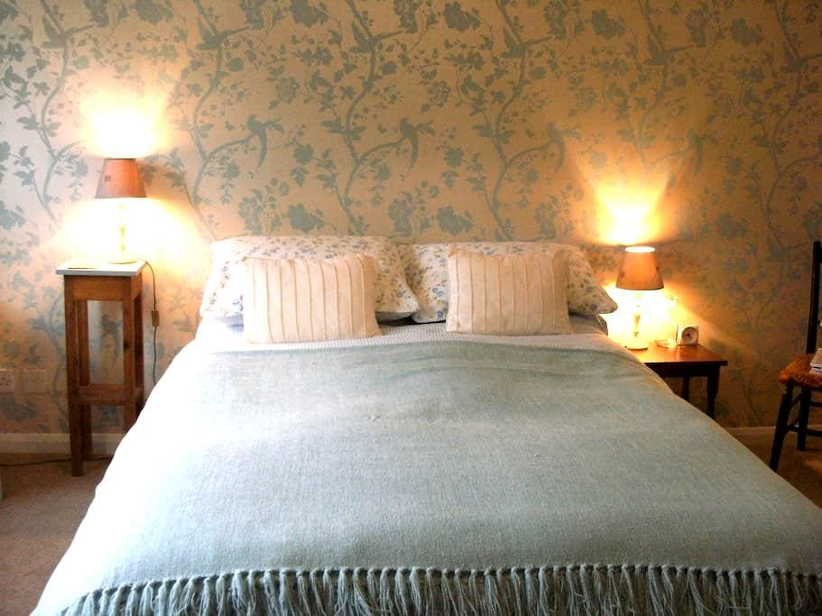 Stylish double room and ensuite, centrally located - Crieff - Pousada