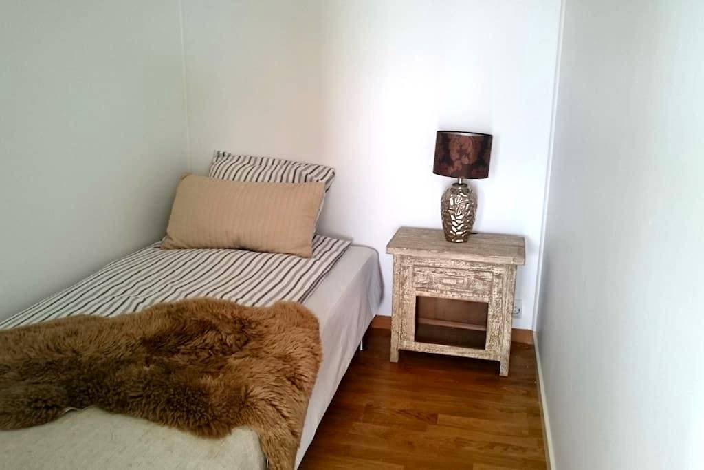 Delicate small bedroom in a new building - Jessheim - Lejlighed