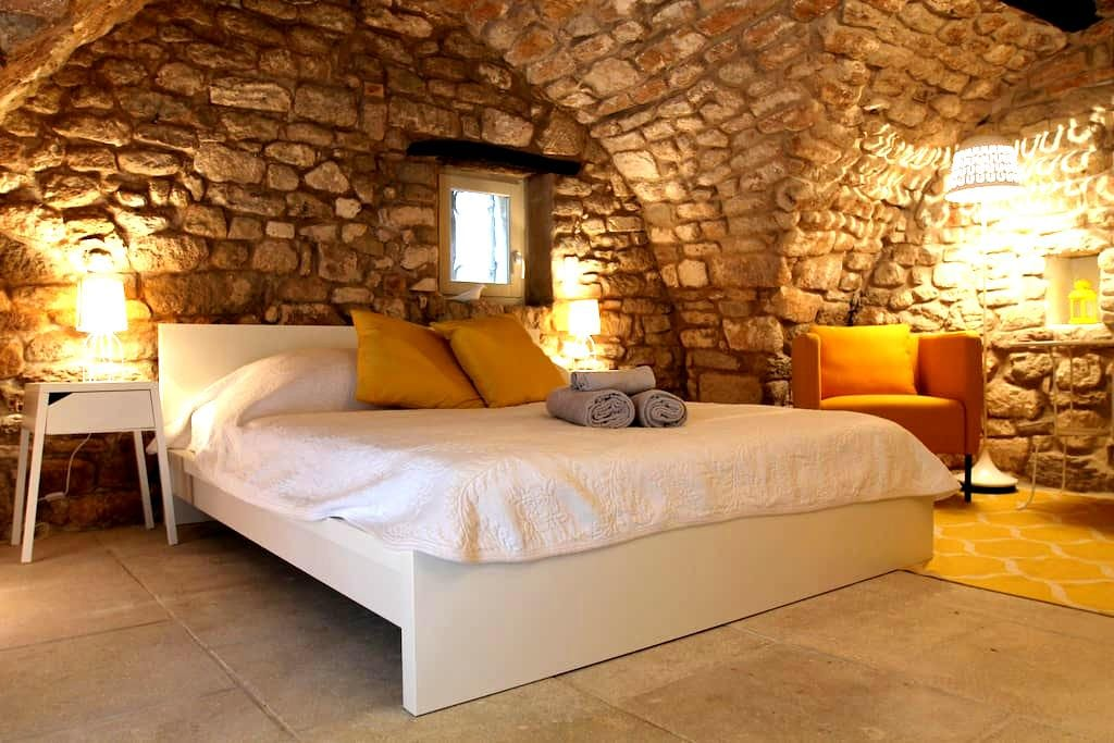 Charming Independent Bedroom 18th - Bonnieux - Hus