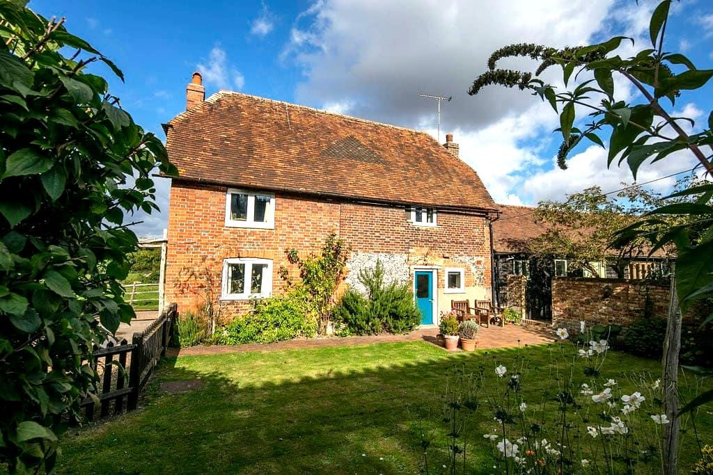 Delightful Grade II Listed Farm Cottage - Kent - Casa