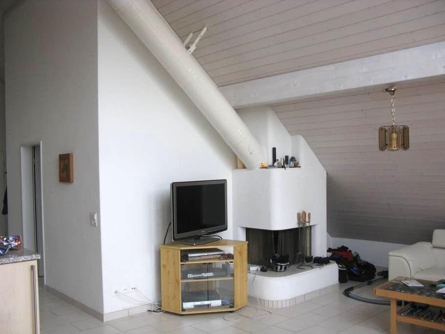 Dachwohnung - Dällikon - Apartamento