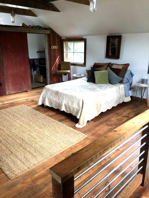 Studio in The Barn, queen size bed! - Frenchtown