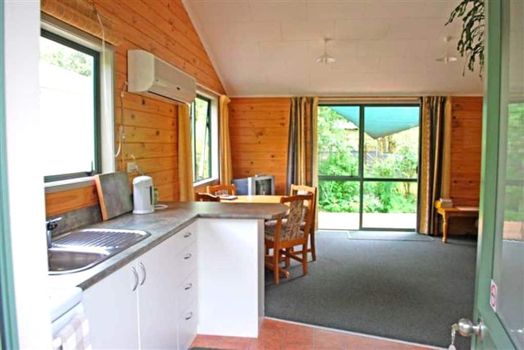 Falcon Cottage - Murchison - Hus