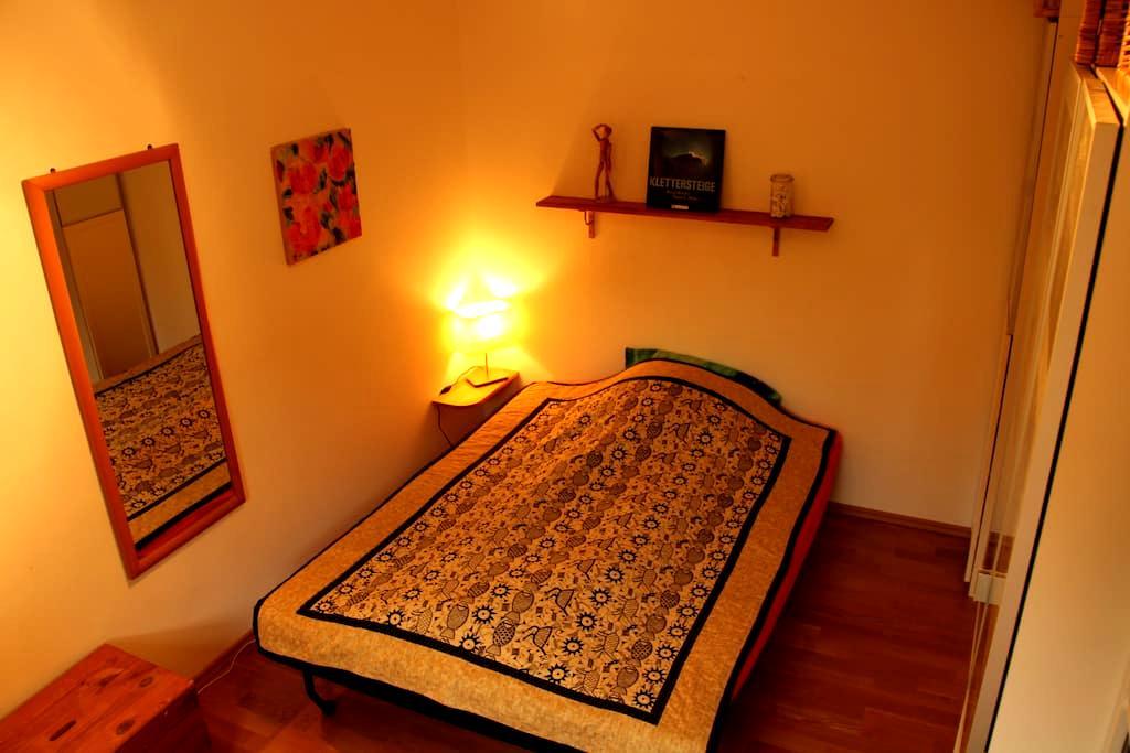 Cozy guest room in familyhouse - Freising - Dům