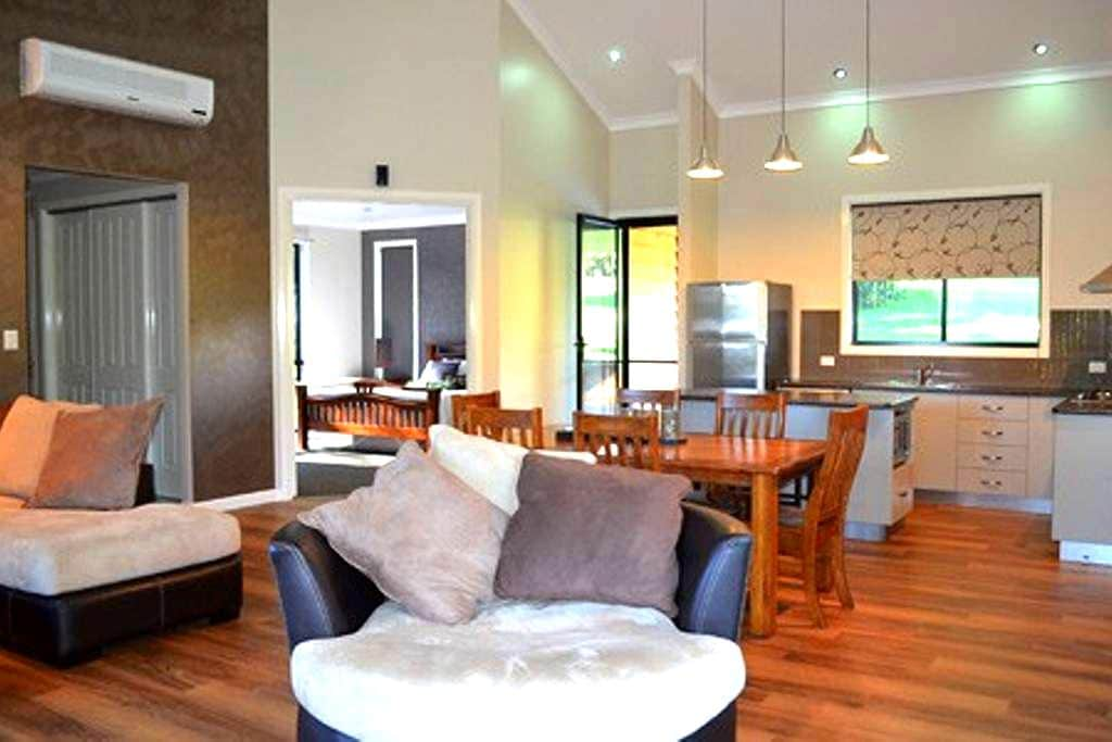 A Luxurious Retreat  - Ravensbourne - Hytte (i sveitsisk stil)
