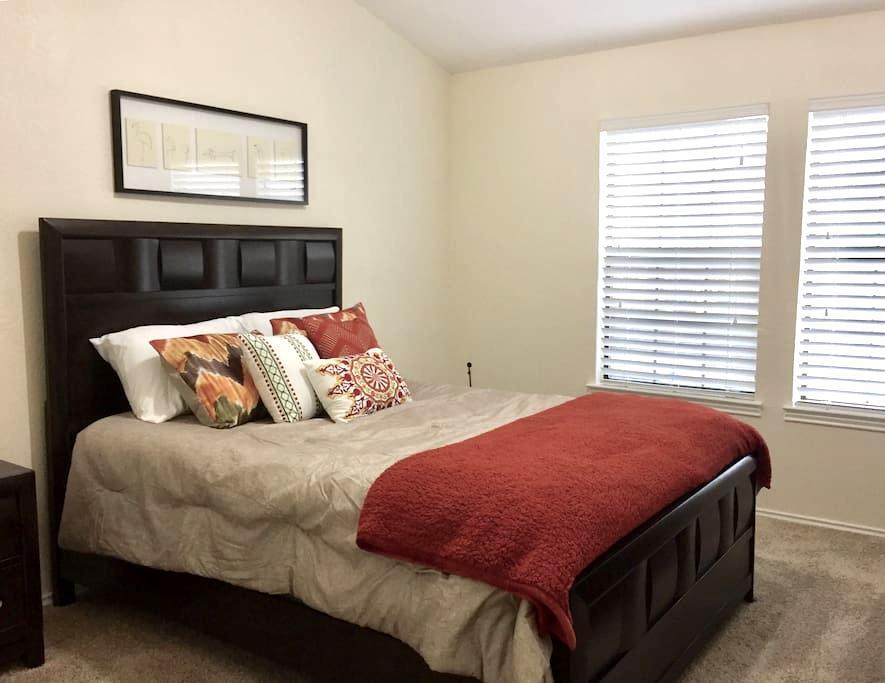 Private Master Bedroom + Bathroom - Farmers Branch - 一軒家