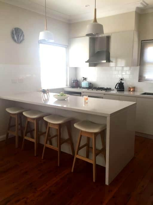 House close to Wollongong - Keiraville - House