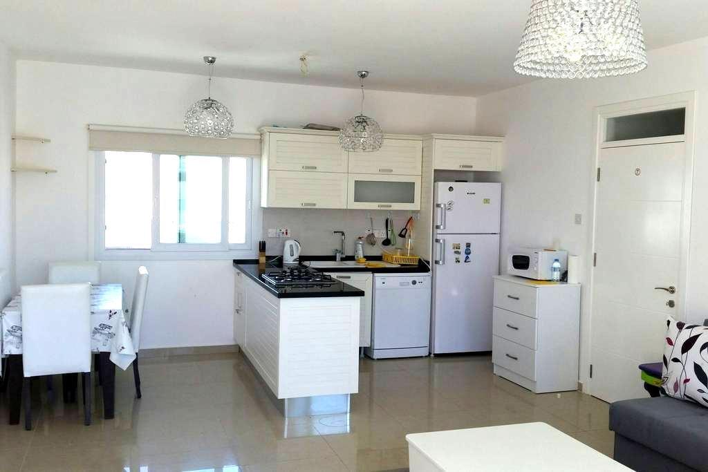 The sunny appartment (2 bedroom) - Gaziveren - 아파트