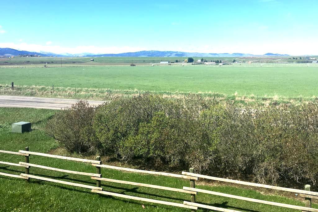Country home, City Amenities - Bozeman