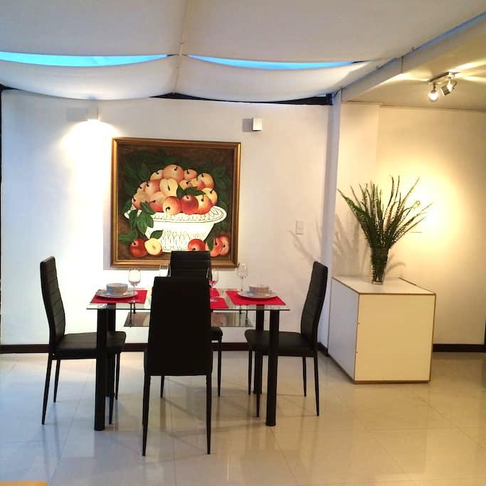 MODERNO A PASOS DE LA CAROLINA 3HAB - Quito - Wohnung
