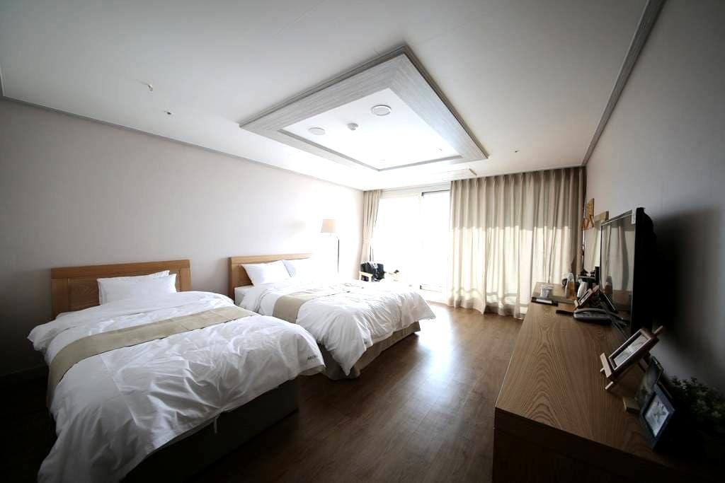 호텔아로하 스탠다드룸 - Seongsan-eup, Seogwipo-si - Bed & Breakfast