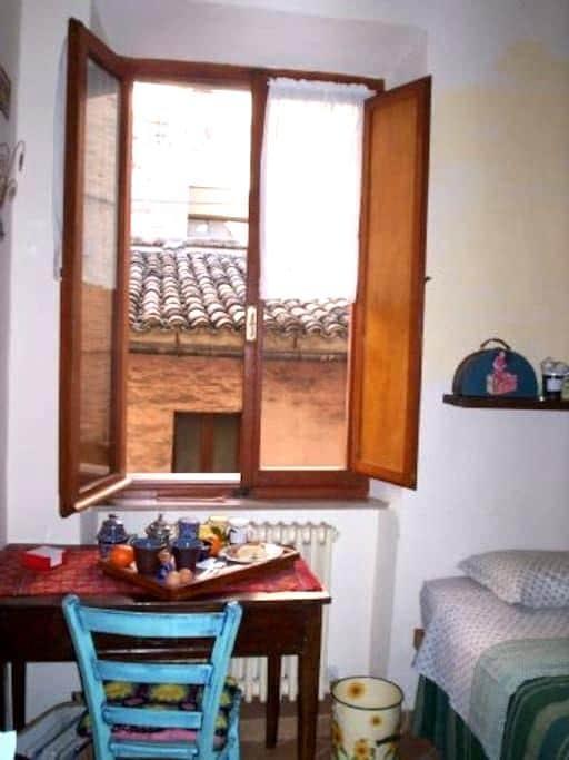 Camera con ingresso e bagno privato - Macerata - Bed & Breakfast