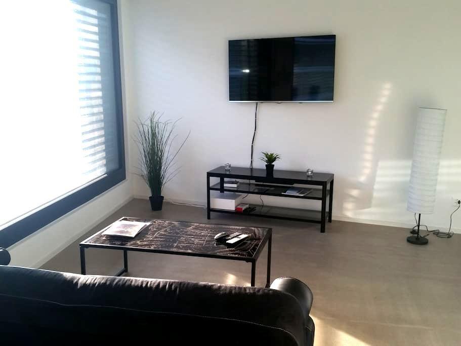 Modern and spacious apartment - Schlieren - Apartamento