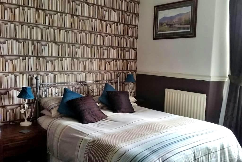 Family room in Brooklands Guest House - Bowness-on-Windermere - Bed & Breakfast