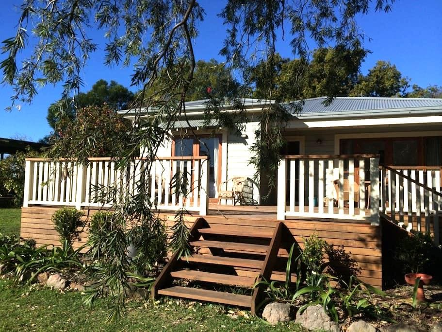 Berta's Cottage Berry - rural views