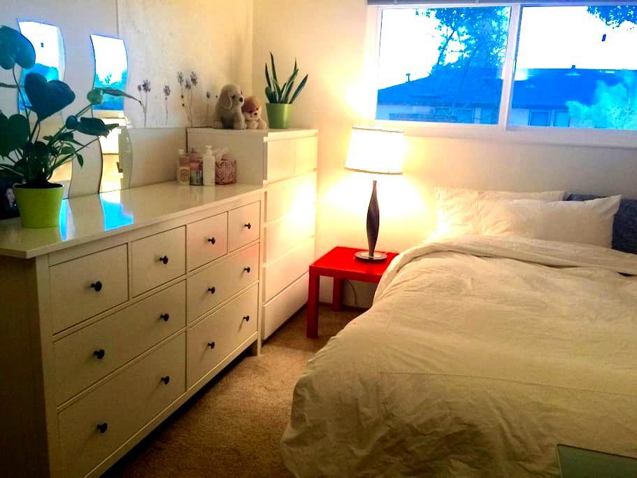 spacious private room good location - Menlo Park - Wohnung