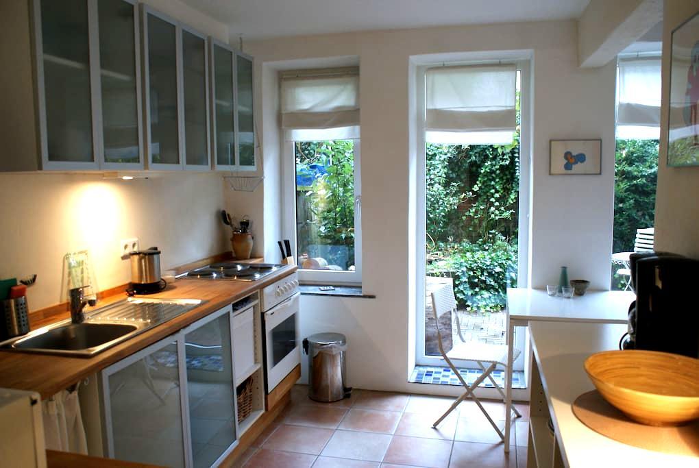 Schöne Wohnung mit Hofgarten - Bremen - Appartement