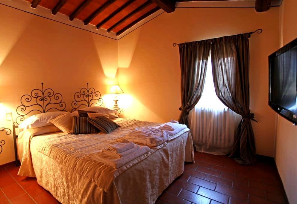 Junior Suite Tenuta il Burchio - Burchio - Bed & Breakfast