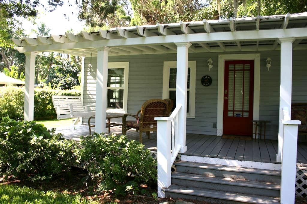 Saray Historical Cottage - Bradenton