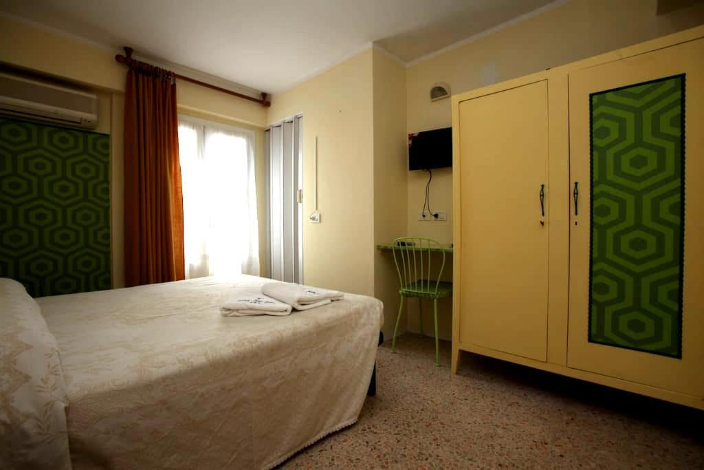 Double Room with bathroom Ensiute - Cattolica - Bed & Breakfast