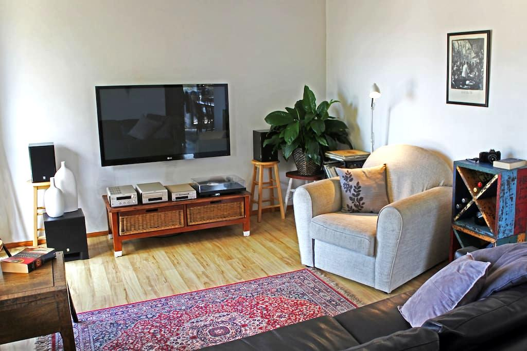 THE INTREPID SCHOLAR: Sunlit, 1BR. - North Wollongong - Lejlighed