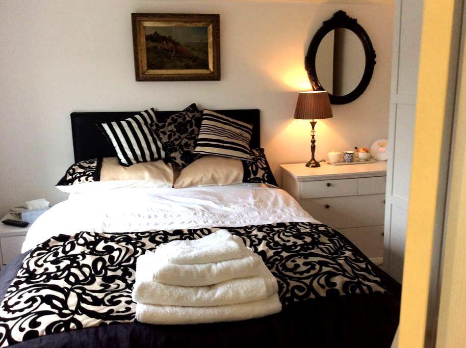 Lovely en suite double room - Castle Hedingham - Bed & Breakfast