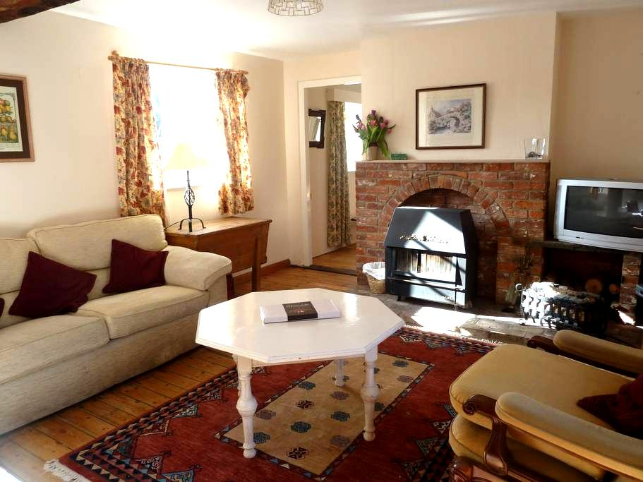 Charming, rural country cottage - Benhall - Huis