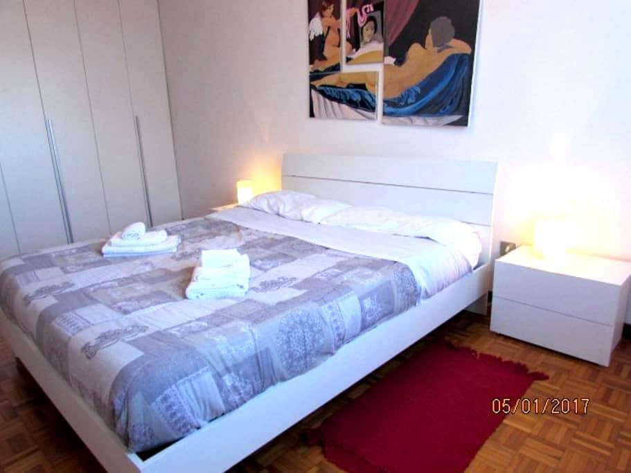 CITY HOUSE comfortable 4-bed flat-wifi-15' center - Milano - Apartment