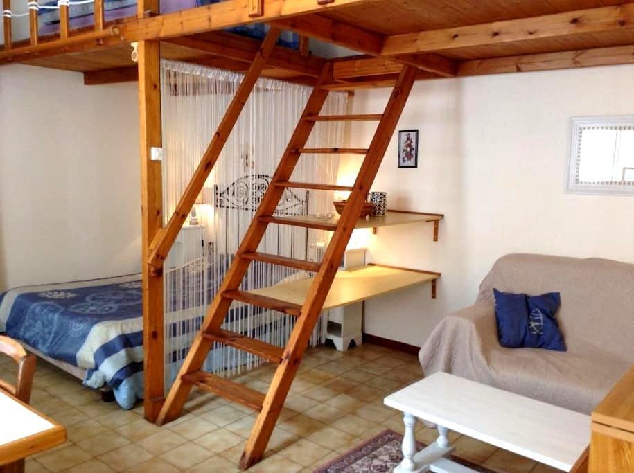 Studio tous conforts proche centre - Rochefort - Appartement