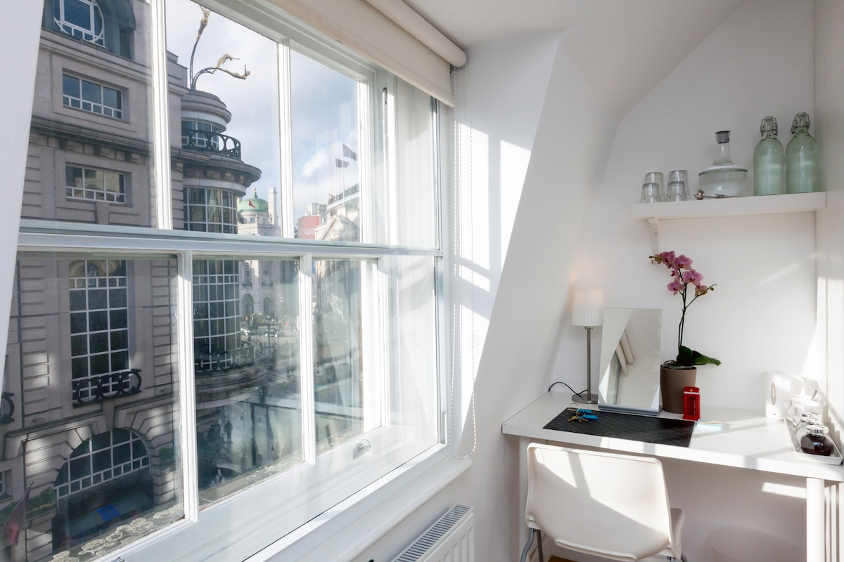 Piccadilly Circus - Double Room 4.2