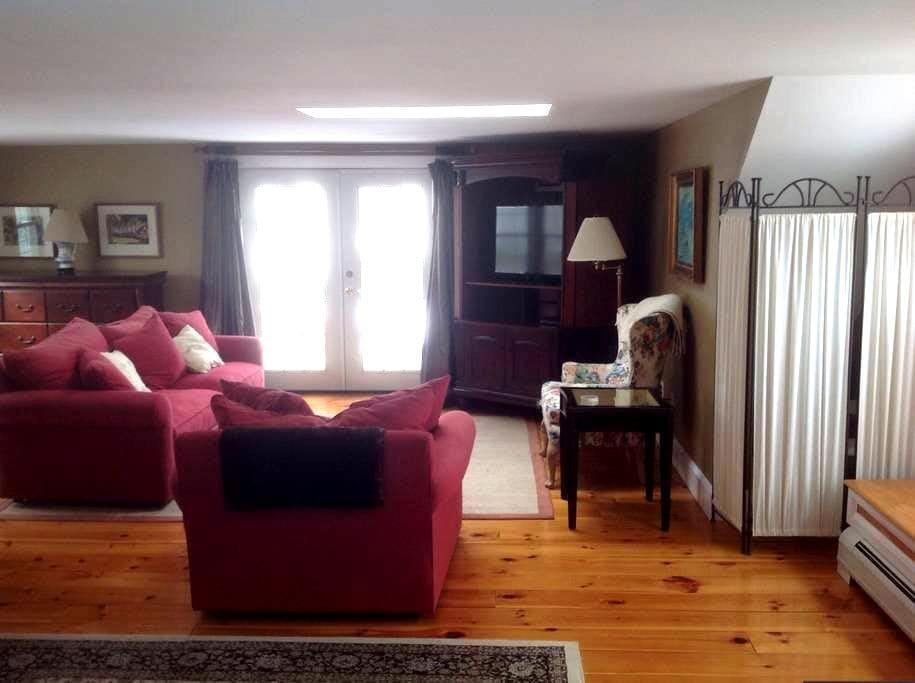 Spacious suite near ocean , dining. - South Portland - Rumah